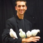 Martin le magicien et ses colombes